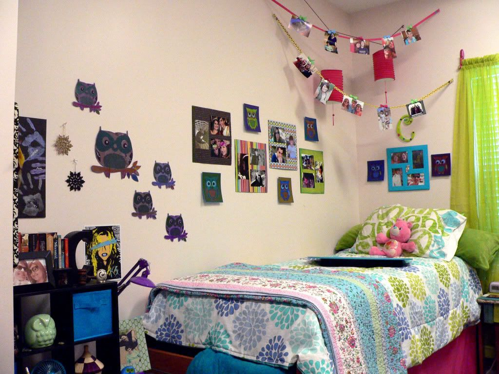 dorms with pictures on walls - Google Search | Dorm Decorations ...