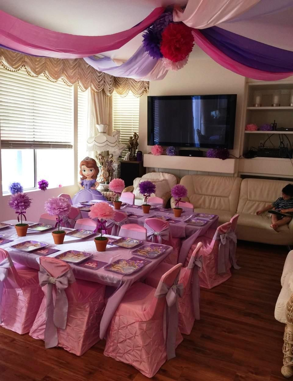 Princess Sofia kids part table set up. Sofia the First kids party. princess tea & Princess Sofia kids part table set up. Sofia the First kids party ...