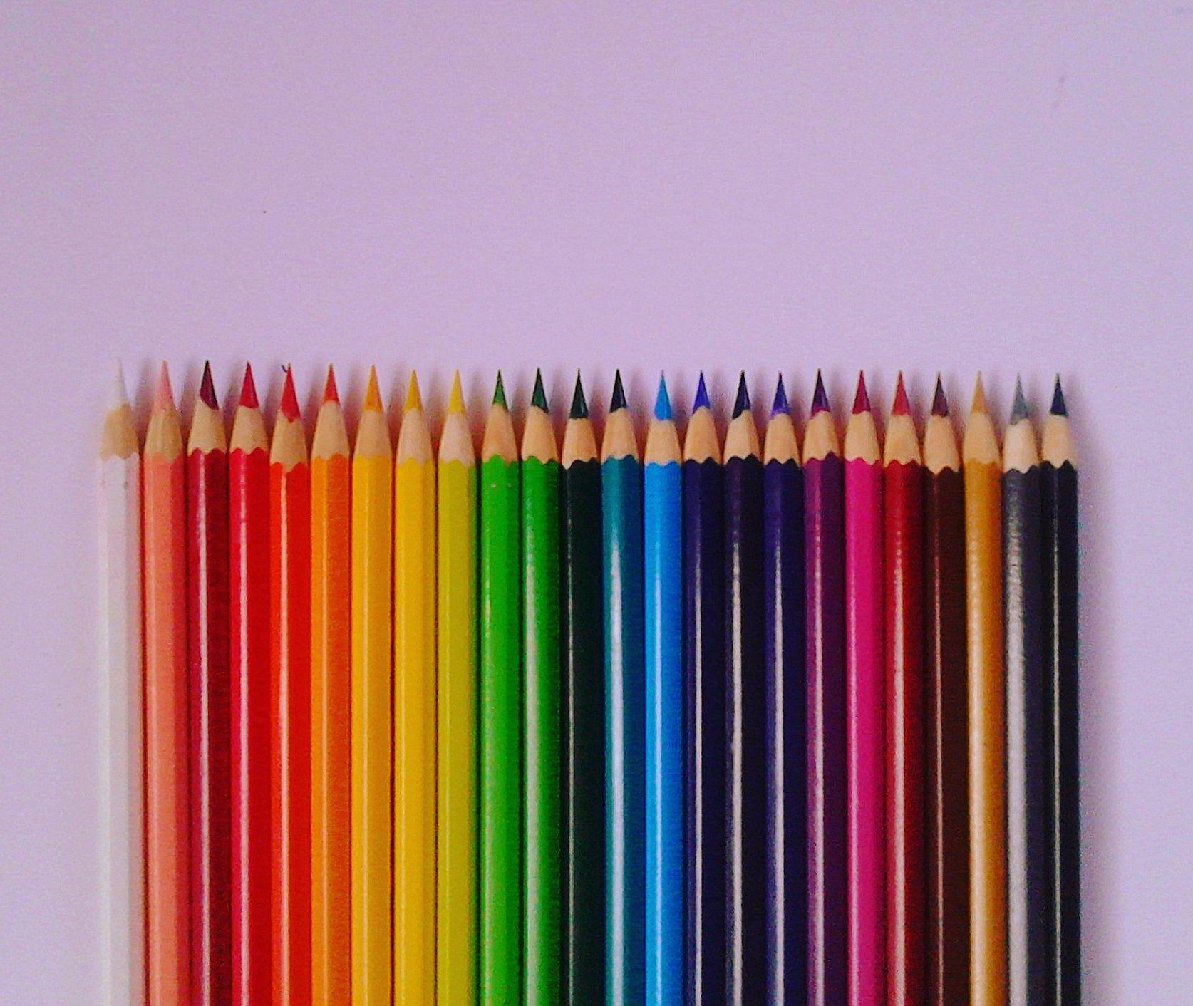 Composicion Simetrica Podemos Observar Que Hay Una Simetria En Los Lapices De Colores Que Todos Tienen El Mismo Ord Lapices De Colores Lapices Disenos De Unas