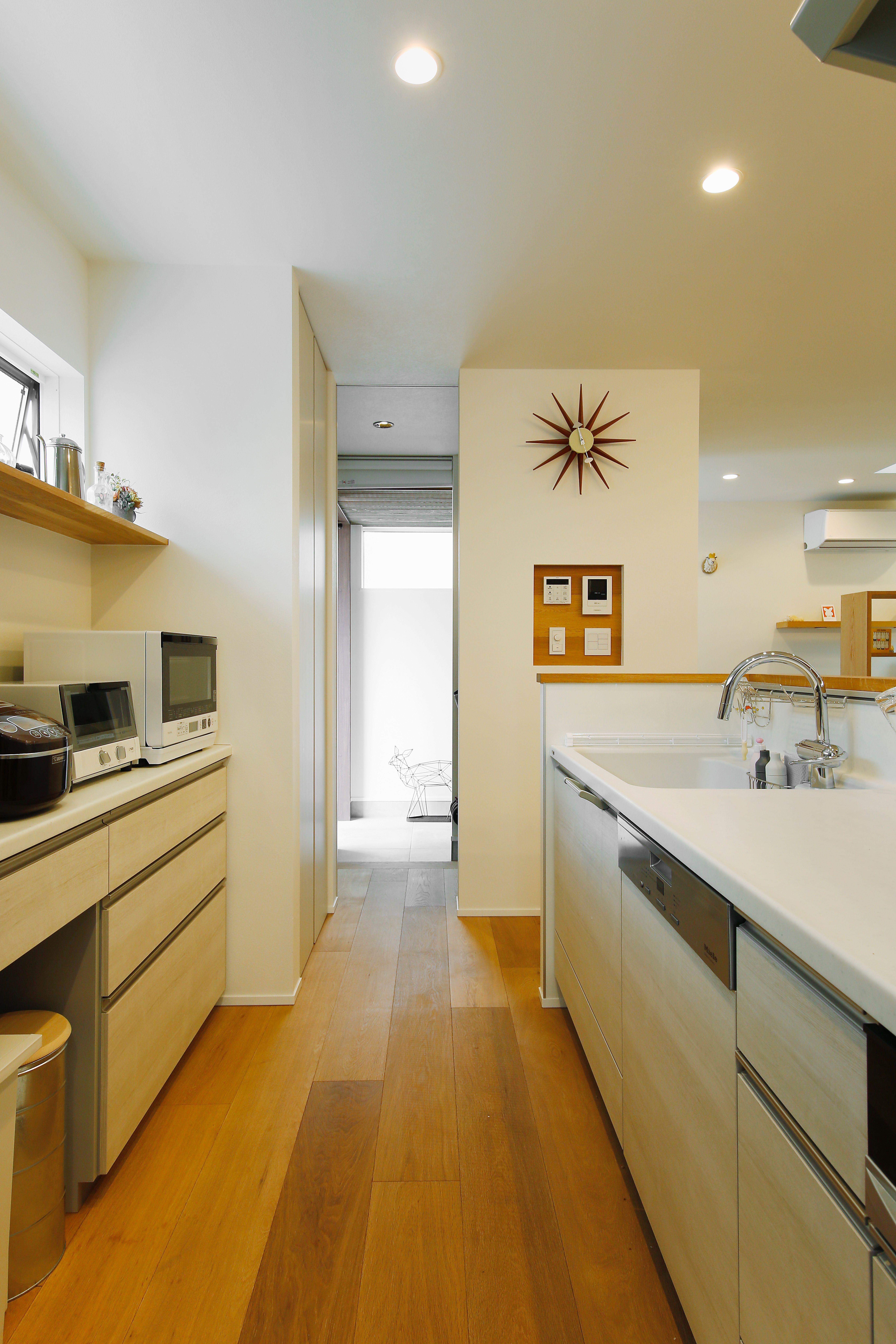 シンプルな北欧スタイルに統一されたキッチン Regard Homedeco