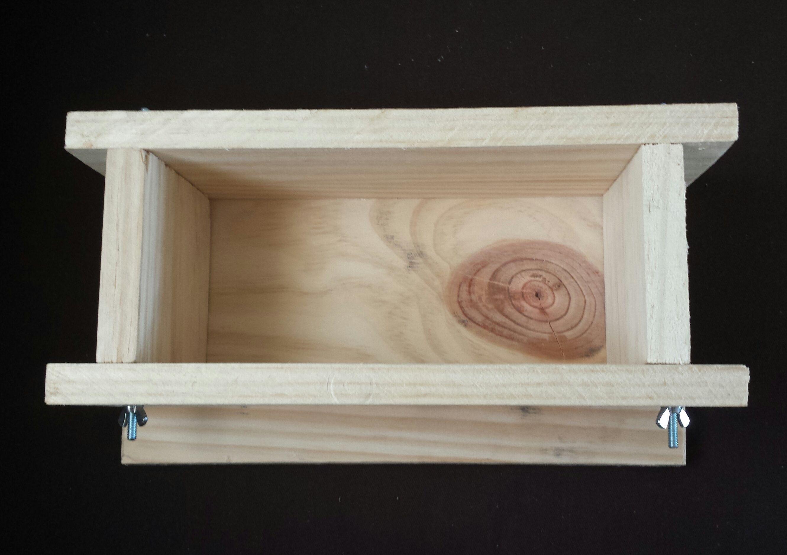 fabriquer un moule savon en bois tuto. Black Bedroom Furniture Sets. Home Design Ideas