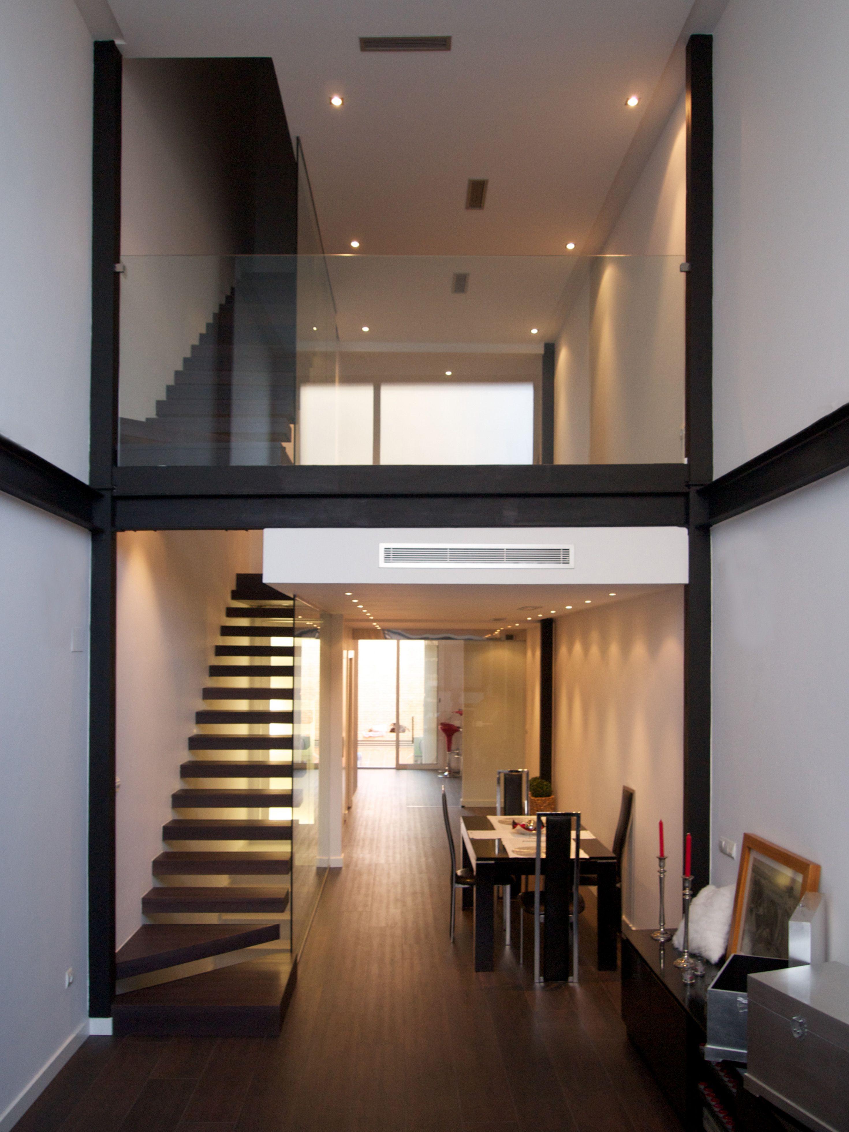 Doble altura en vivienda unifamiliar 3M de tres metros de ancho ...