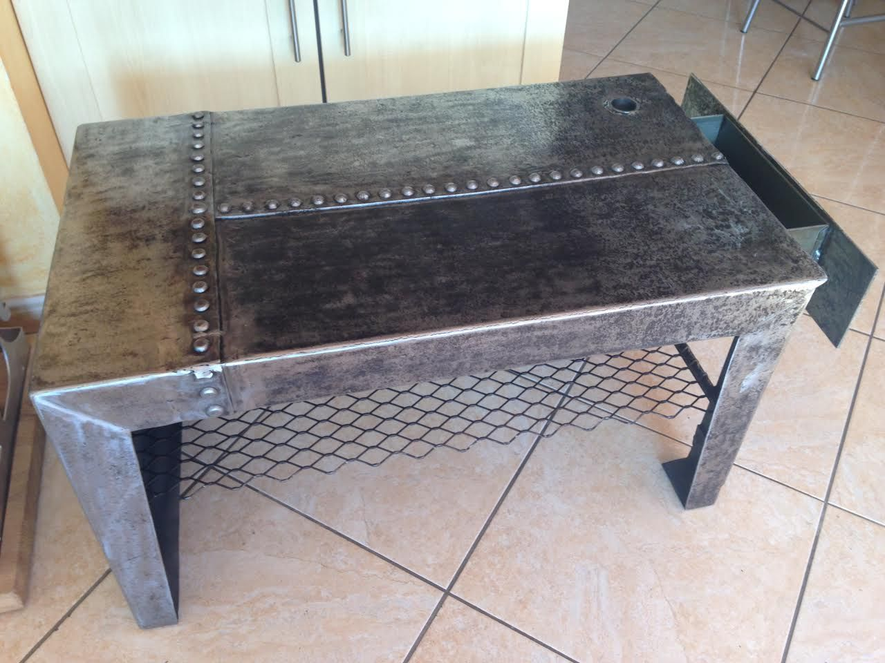 table basse rectangle en métal d'époque avec rivet eiffel un tiroir