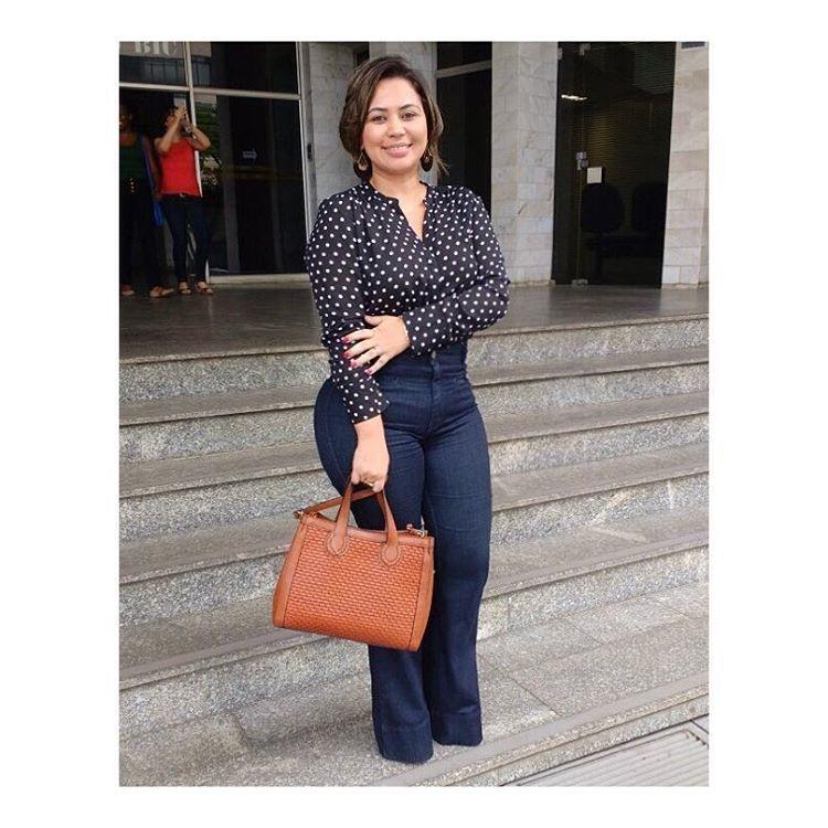 8e8811ecf1b11 brown purse  jeans pants  black and white shirt Brasil Camisa