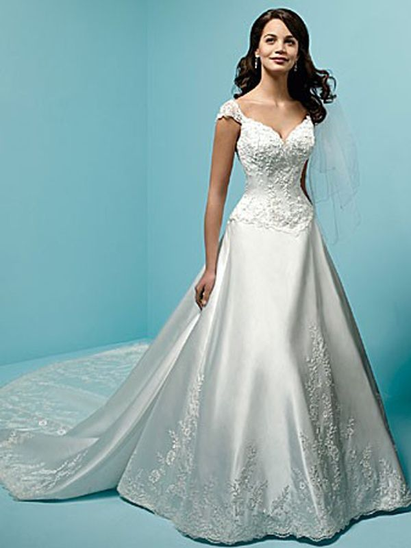 Sweetheart Neckline with Semi-Cathedral Train Wedding Dress ...