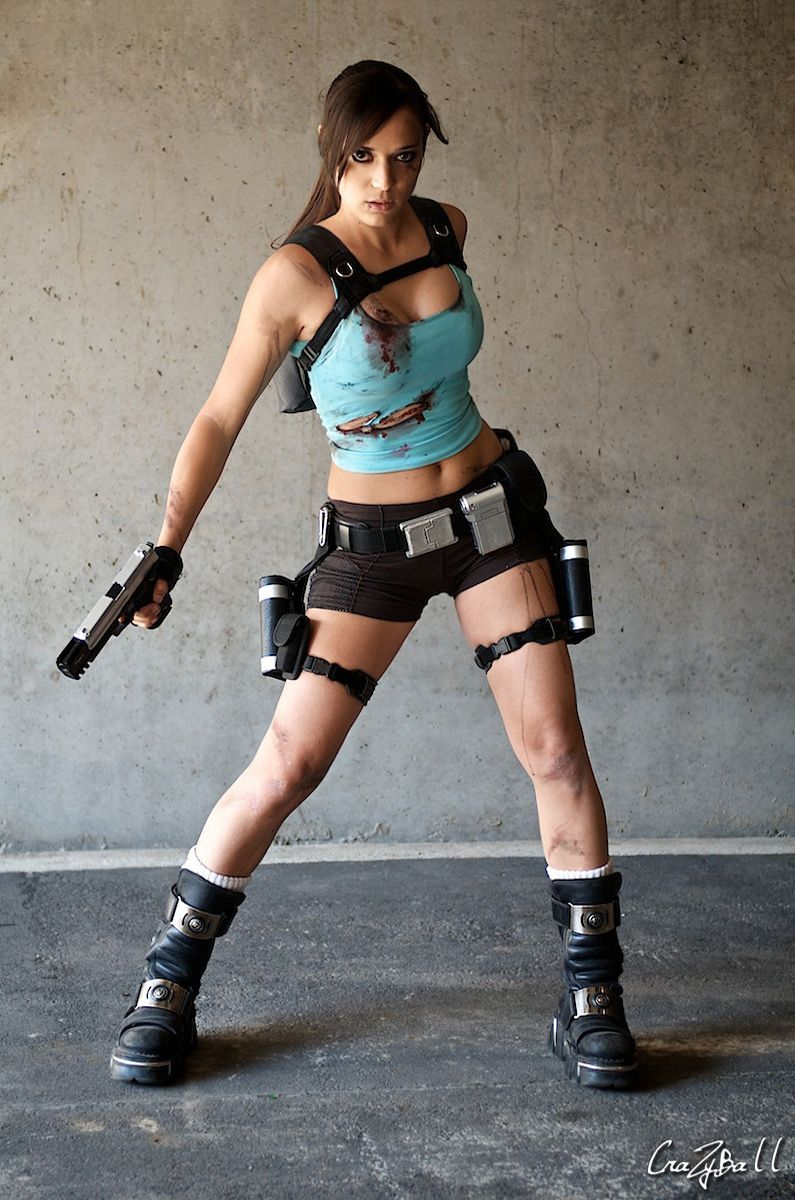 croft raider Lara cosplay tomb