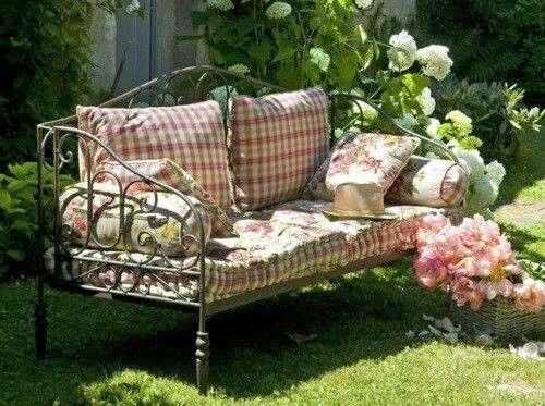 banquette comptoir de famille dans le jardin cama divan de forja en el jard n. Black Bedroom Furniture Sets. Home Design Ideas
