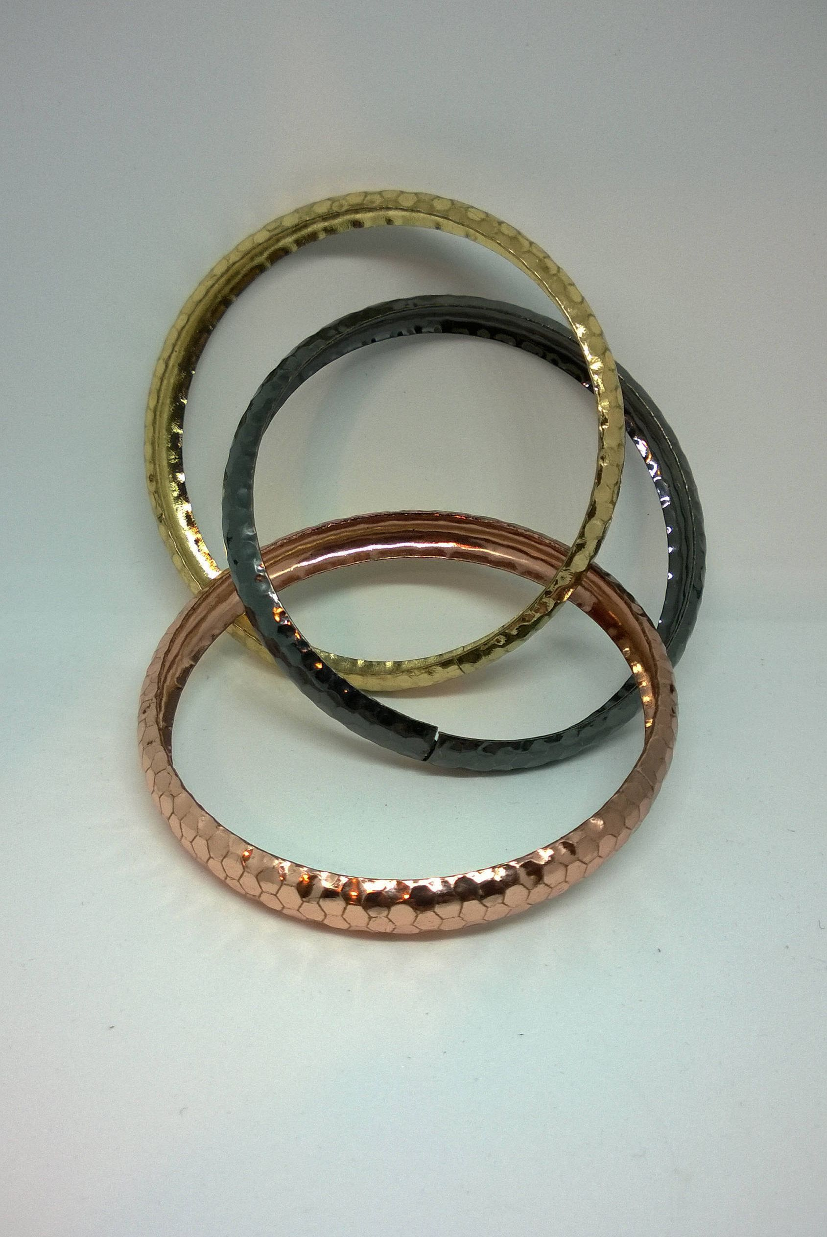 zinnga color golden metal products mix bangles