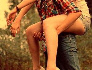 Amor é fogo que arde sem se ver; É ferida que dói e não se sente; É um contentamento descontente; É dor que desatina sem doer.  É um não querer mais que bem querer; É um andar solitário entre a gente; É nunca contentar-se de contente; É um cuidar que se ganha em se perder.  É querer estar preso por vontade É servir a quem vence o vencedor, É ter com quem nos mata lealdade.  Mas como causar pode seu favor Nos corações humanos amizade; Se tão contrário a si é o mesmo amor?