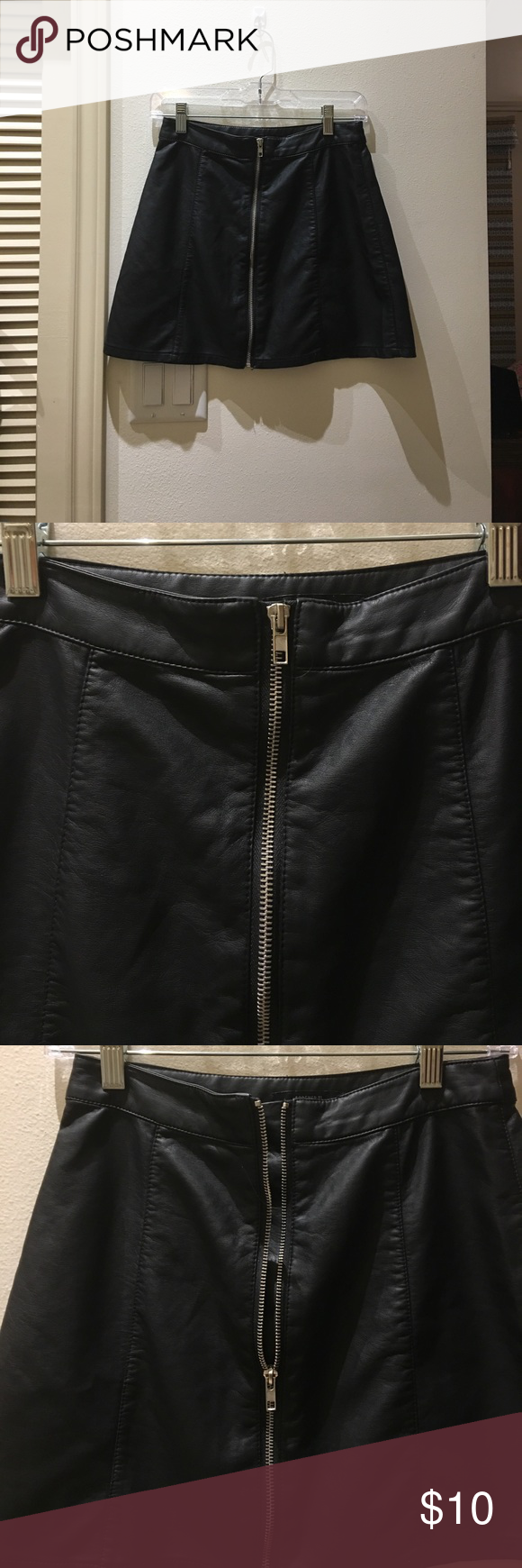 Faux leather zip up skirt NEVER WORN Never worn! The zipper works perfectly but it's just not my style Forever 21 Skirts Mini