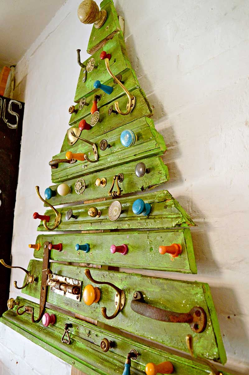 Unique DIY Wooden Christmas Tree With Knobs On | Wooden christmas ...