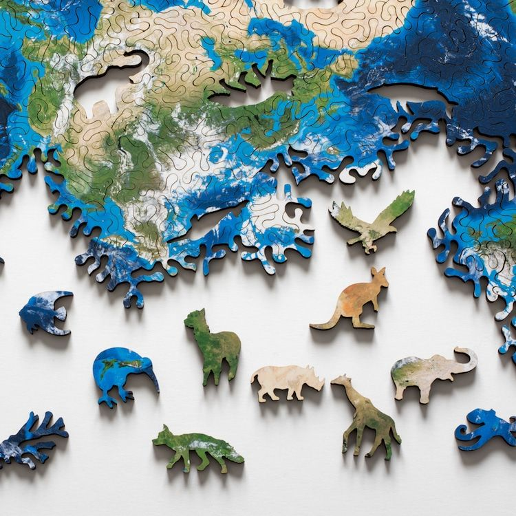 Unique Jigsaw Puzzle with No Beginning or End Lets You