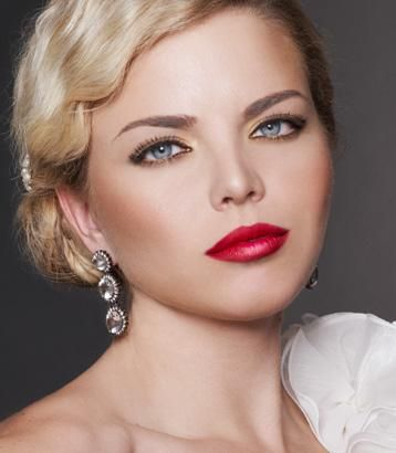 Pairing Light Eye Makeup With Bright Red Lips Looks Very Classy