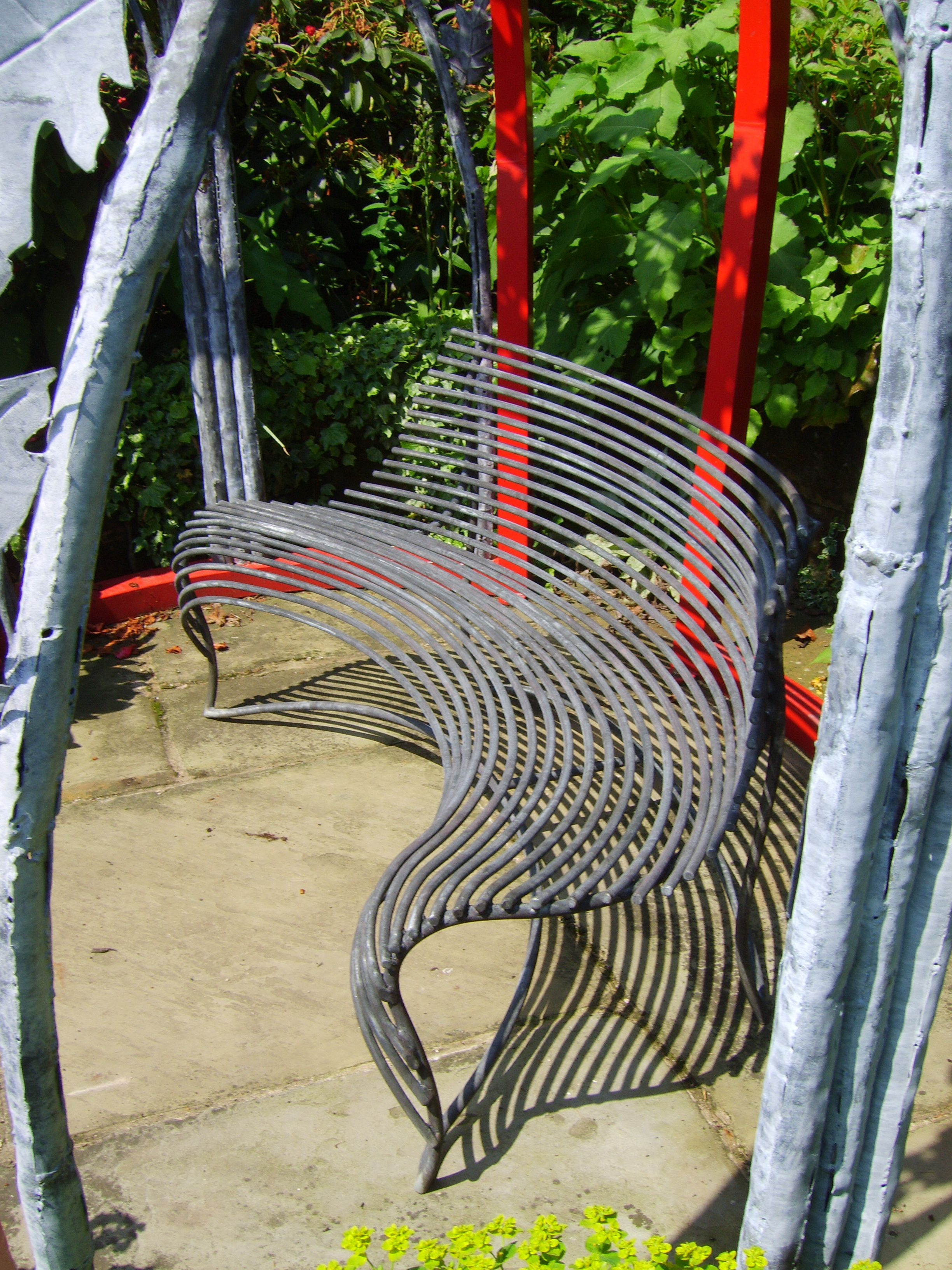 Sprung curved bench made by Bartington Forge Ltd. | reciclaburetes ...