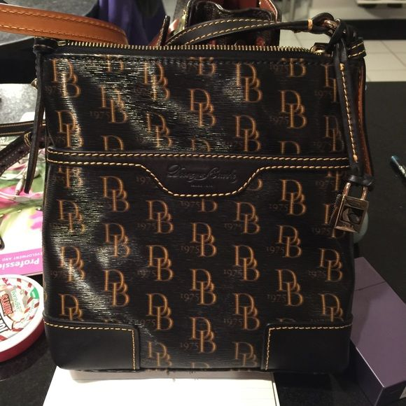 EUC Dooney & Bourke 1975 Crossbody Purchased and never used. Classic D&B handbag. Dooney & Bourke Bags Crossbody Bags