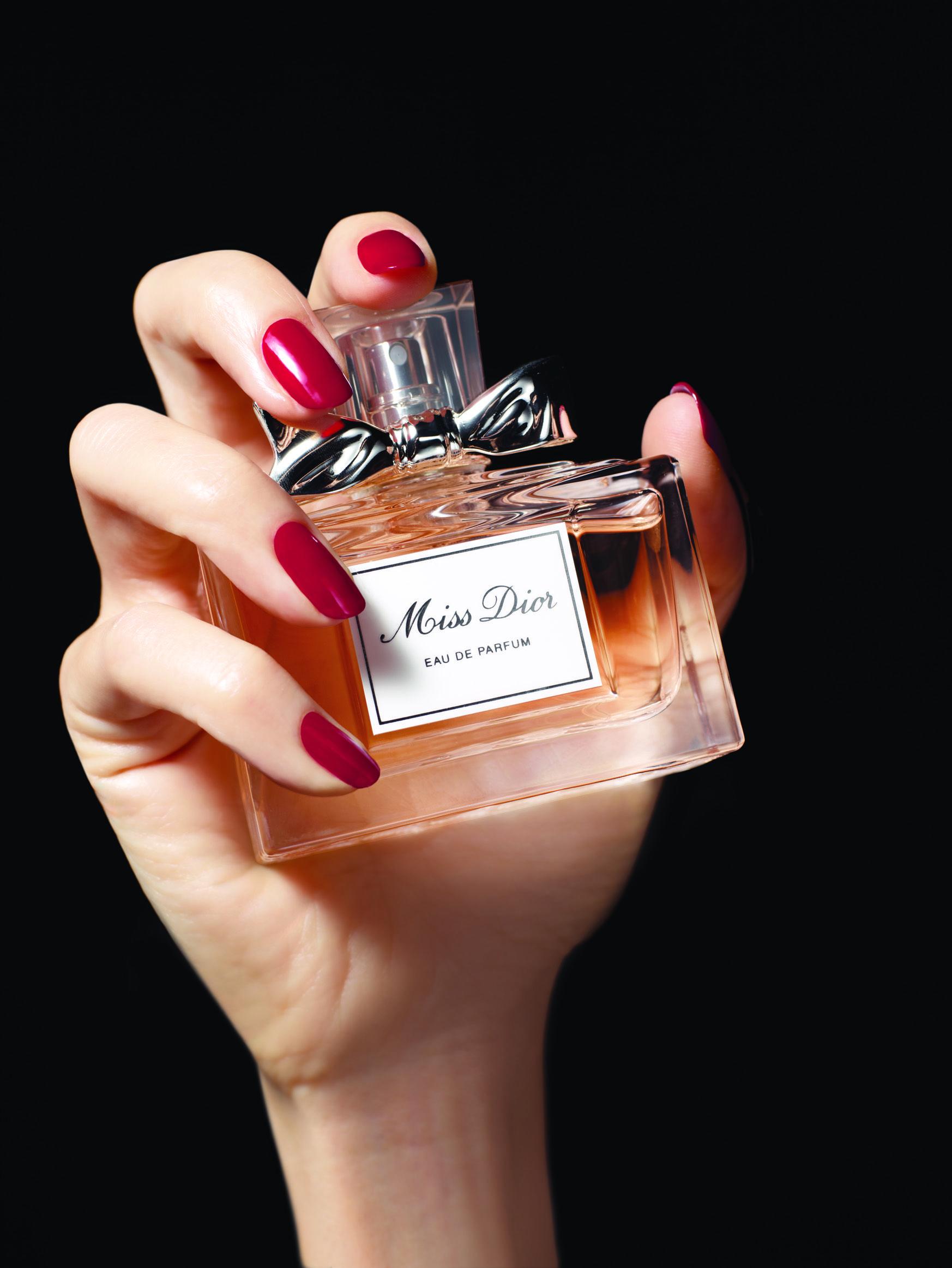 Miss Dior Encarna La Alegría De Vivir De La Mujer De Hoy Una Manera