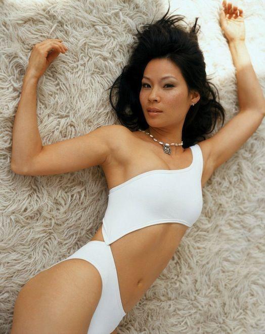 10 sexy photos of Lucy Liu.