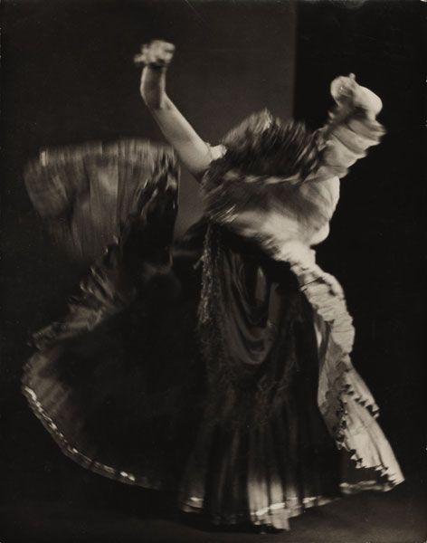 Man Ray, Explosante fixe, 1934  Photographie publiée dans Minotaure n°5, 1934 et reprise dans André Breton, L'Amour fou, Paris, Gallimard, 1937  Épreuve gélatino-argentique, tirage d'époque, 22,8 x 17,8cm  Collection particulière, Paris