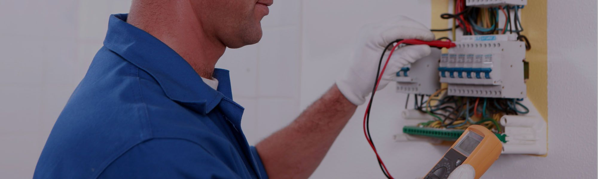 Emergency Electrician Houston If Your Experiencing Electrical Issues During This Holiday Weekend Conta Emergency Electrician Commercial Electrician Emergency