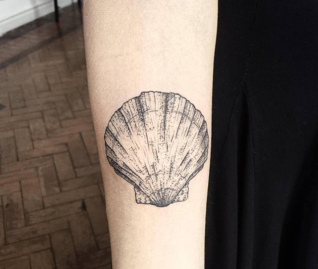 #kalimastudio #tattoo #tatuagem #tattoo2me #tattoodasmina #blackwork #blackworkers #blackworktattoo #blackink #blackline #black #ink #linework #lineworktattoo #pontilhismo #dotwork #inkstinctsubmission #inkstinct #shell #concha #sea #dotworktattoo #illustration by ruidobranco