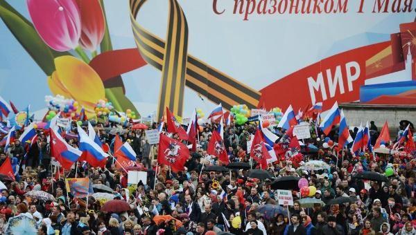 Rusia festeja el Día del Trabajador en la Plaza Roja de Moscú | http://tlsur.net/1E19fR9  pic.twitter.com/qbNhJqZR6R