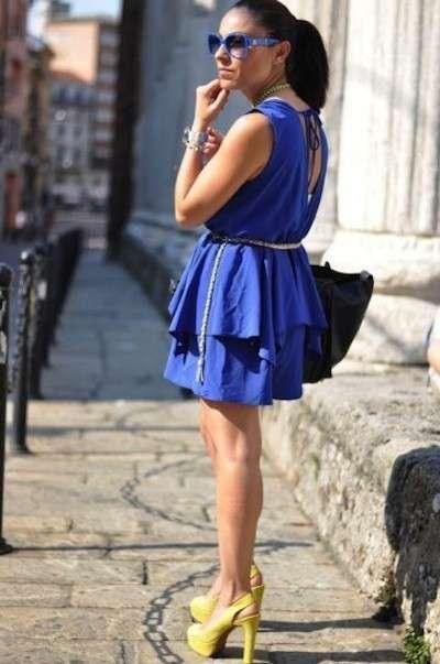 ecc3e783157e0 Scarpe gialle con abitino blu a balze