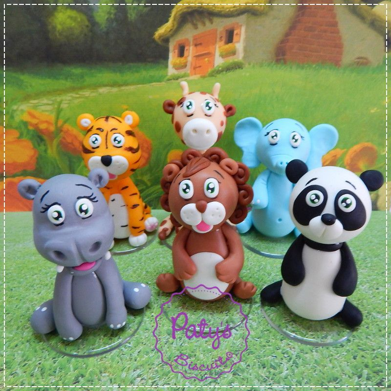 Kit seis miniaturas Safari / Selva: Tigre, Elefante, Girafa, Panda, Hipopótamo e Leão. Entre em contato caso queira as miniaturas em menor quantidade (R$25,00 cada). <br> <br>Produto sob encomenda. <br>Material: biscuit; base acrílica redonda. <br>Altura aproximada: 08cm. <br> <br>Antes de encomendar, não esqueça de conferir as políticas da loja (http://www.elo7.com.br/patysbiscuit/politicas ), e de entrar em contato para consultar disponibilidade na agenda!