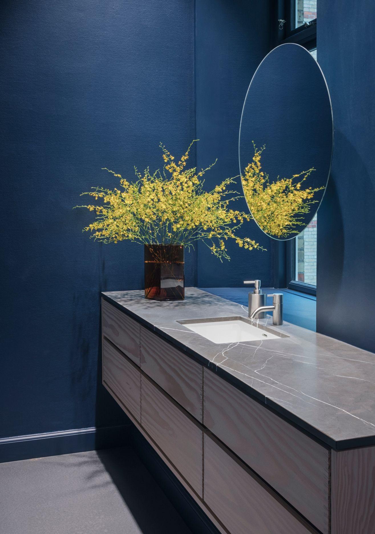 Bespoke Model Minimal Bathroom Vanity In 2020 Bathroom Model Round Mirror Bathroom Minimal Bathroom
