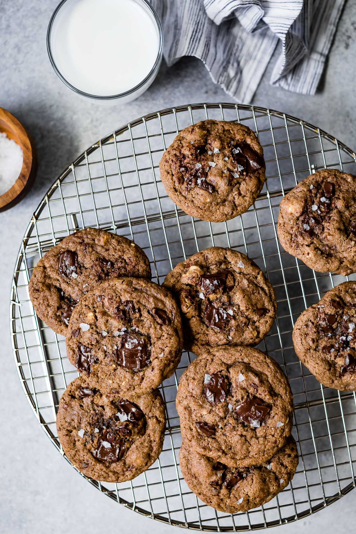 Gluten-Free Chocolate Chunk Date Cookies | Rezept