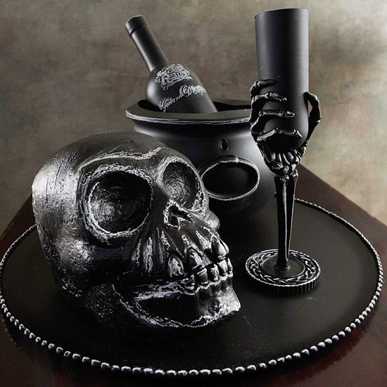 Chalked Skeleton Centerpiece chalk skull skeleton halloween crafts - ideas halloween decorations