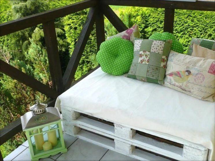 Balkon sofa aus paletten bauen – diy ideen für eine schöne sitzecke.