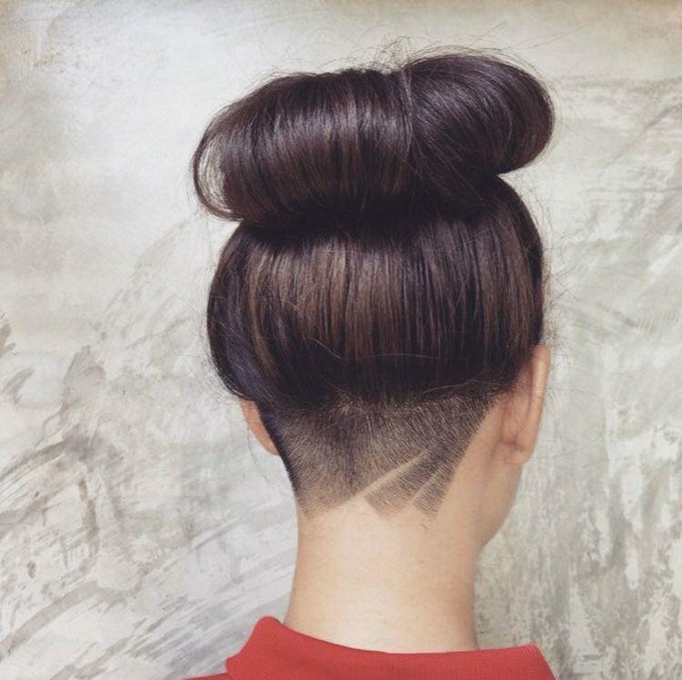 Langes Haar Dutt Undercut Dezentes Muster Linien Hairstyles Tattoo Undercut Long Hair Undercut Hairstyles Undercut Hairstyles Women