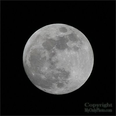 My Only Photo: A Bit of Knowledge: How To Take Photos of the Moon - Handy Tip For SLR Digital Cameras
