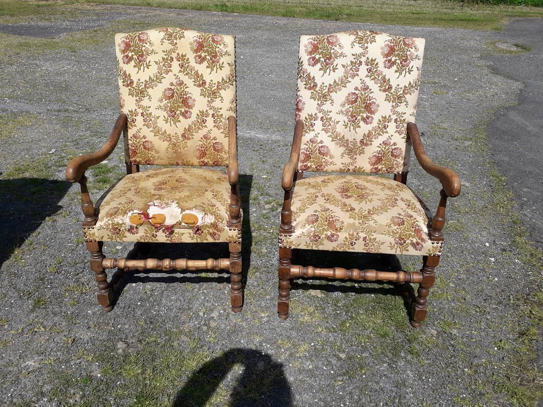 Pair Of Armchairs For Sale At Kempton Park Tuesday Worldwide