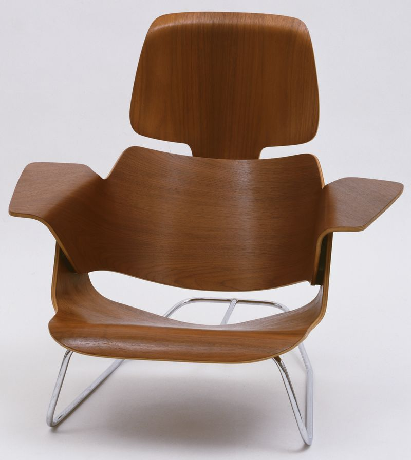 Charles & Ray Eames. Lounge Chair (1944 prototype). Molded