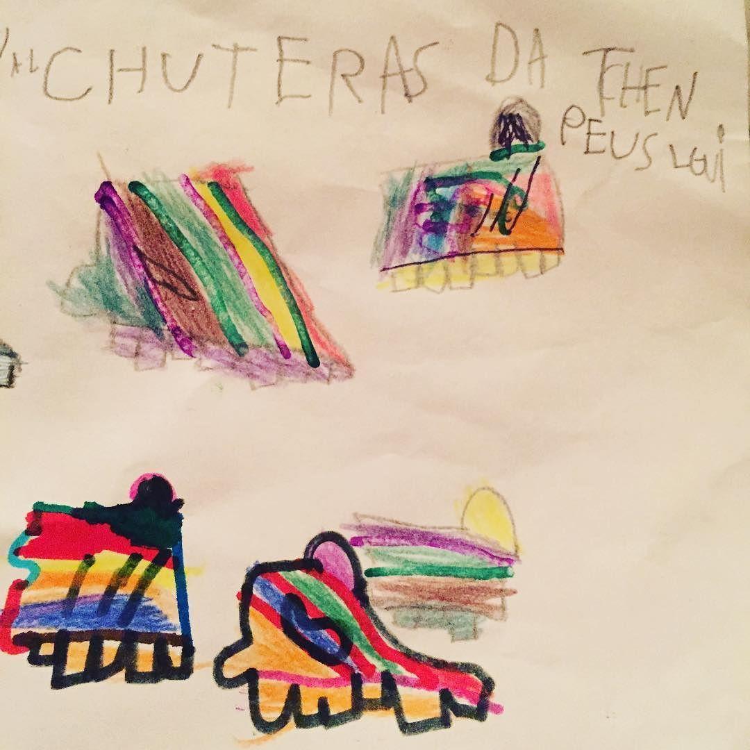 "Gustavo desenhando as chuteiras da ""Tchen Peus Ligui"" ou seria... ""Champions League""? Morri de amor!#fofurices #meuamor"
