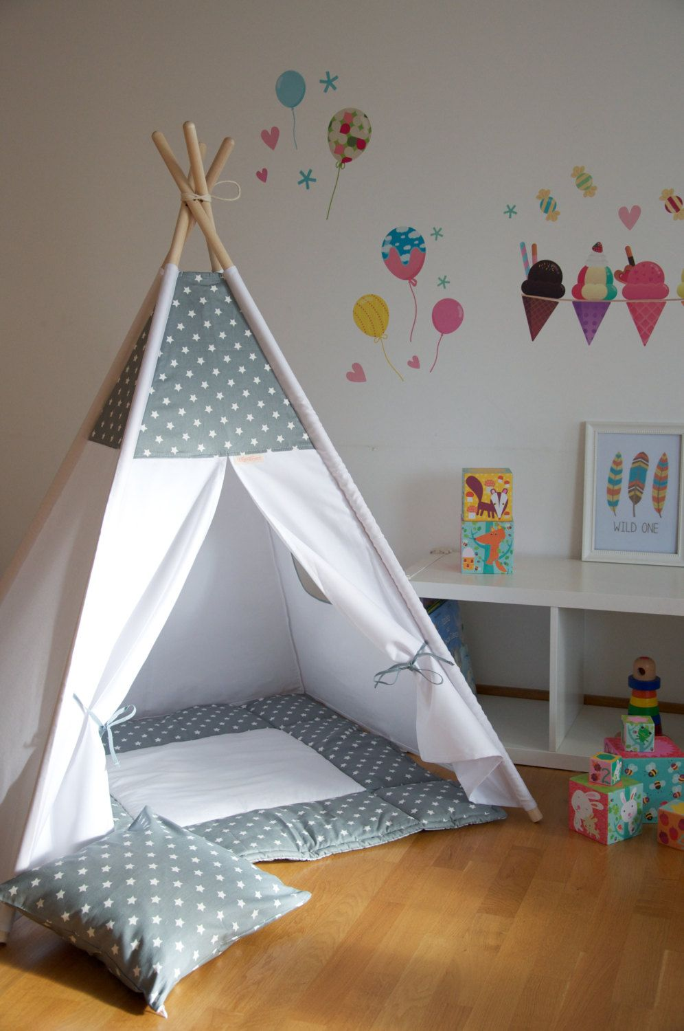 gray stars kids teepee play tent with a padded floor mat by wigiwama on etsy kinderzimmer. Black Bedroom Furniture Sets. Home Design Ideas