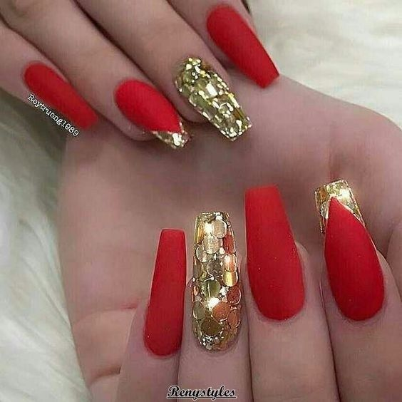 50 Red Nail Polish Can T Have Enough Of This Beautiful Look Red And Gold Nails Gold Nails Glam Nails
