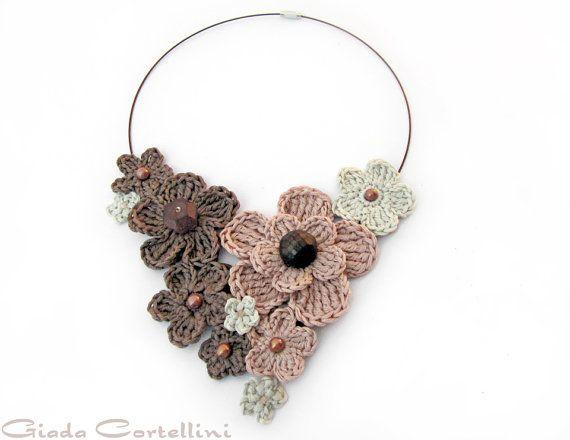 MADE TO ORDER  Halskette Blumen häkeln Sie von GiadaCortellini, €35.00
