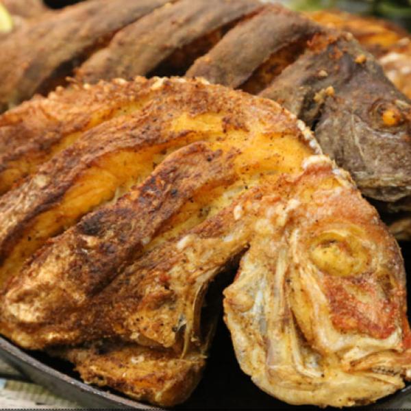 متى آخر مرة حضرتي طبق سمك ايش رايك تجربي اليوم السمك المقلي تطبيق طبخي طبخي حلى حلويات وصفات أطباق طبخ طبق Recipes Food Bacon