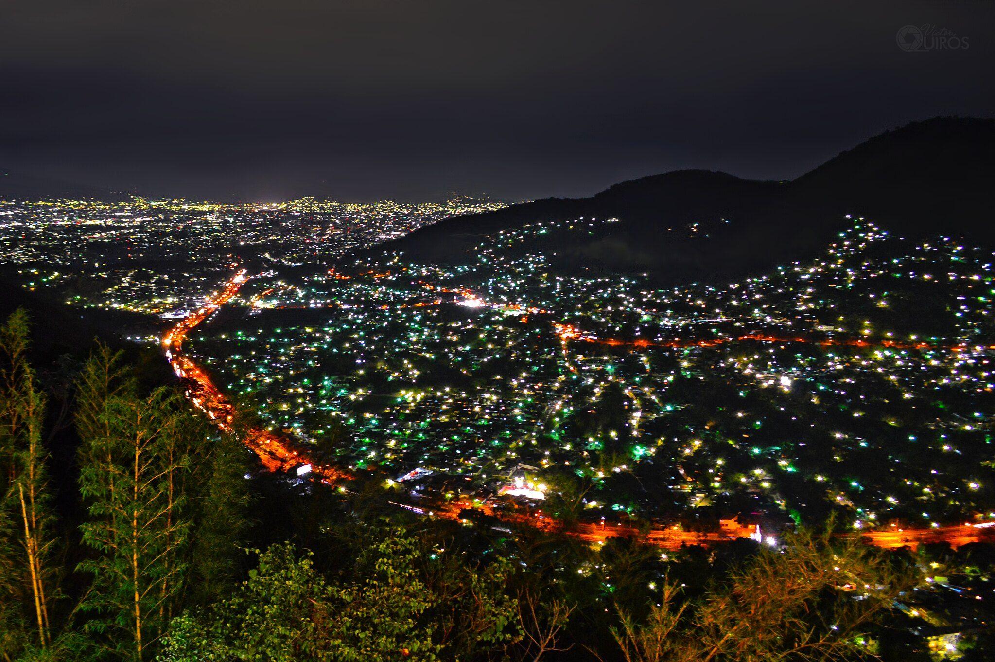 San Salvador De Noche San Salvador Places To Visit Pretty Places