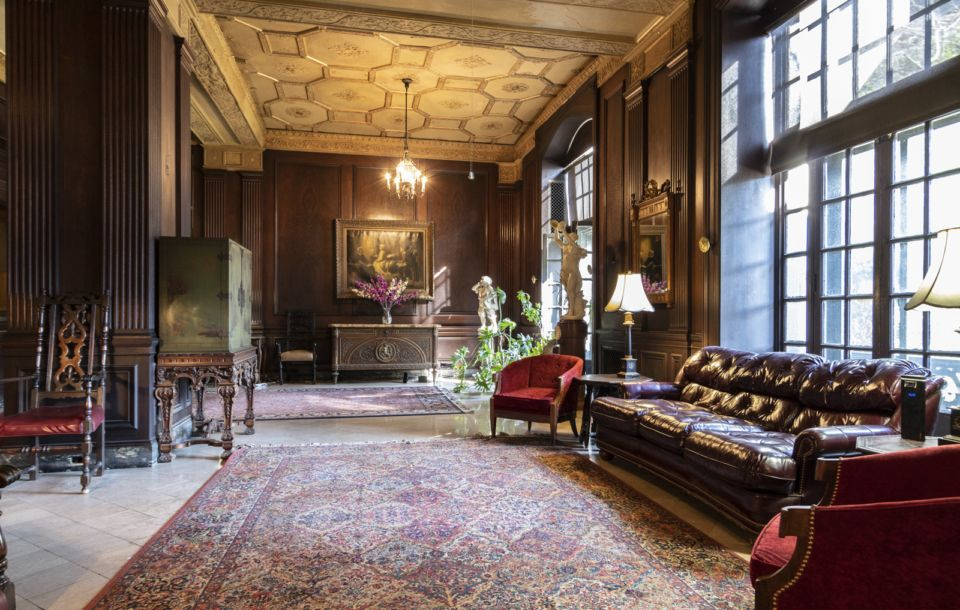 Distinguished High Rise Living With Vintage Intricacies In Historic Central West End In Addition To The Historic Value Hawtho Apartment Hawthorne One Bedroom