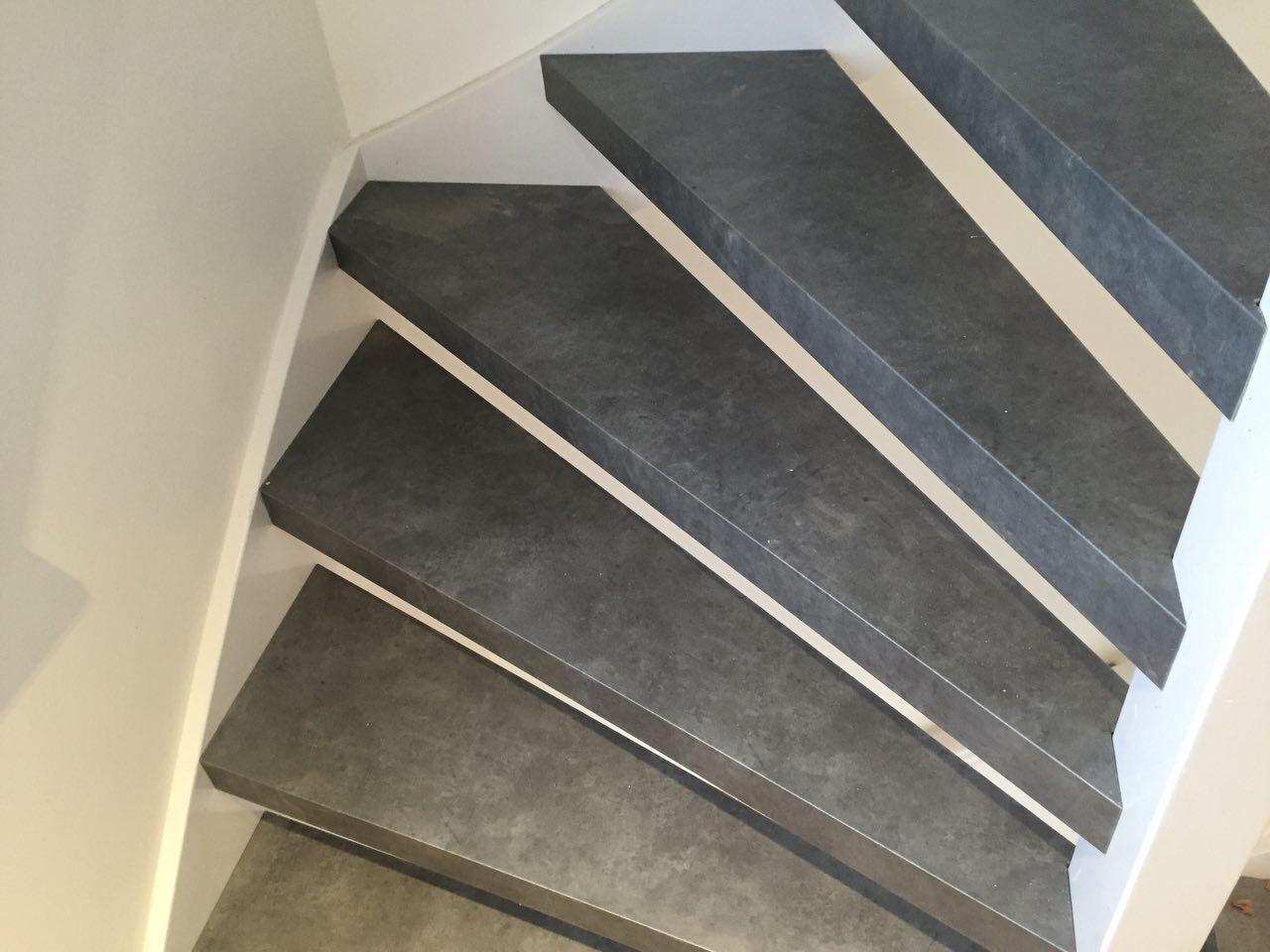 Open trap pvc traprenovatie betonlook grigio concrete pvc