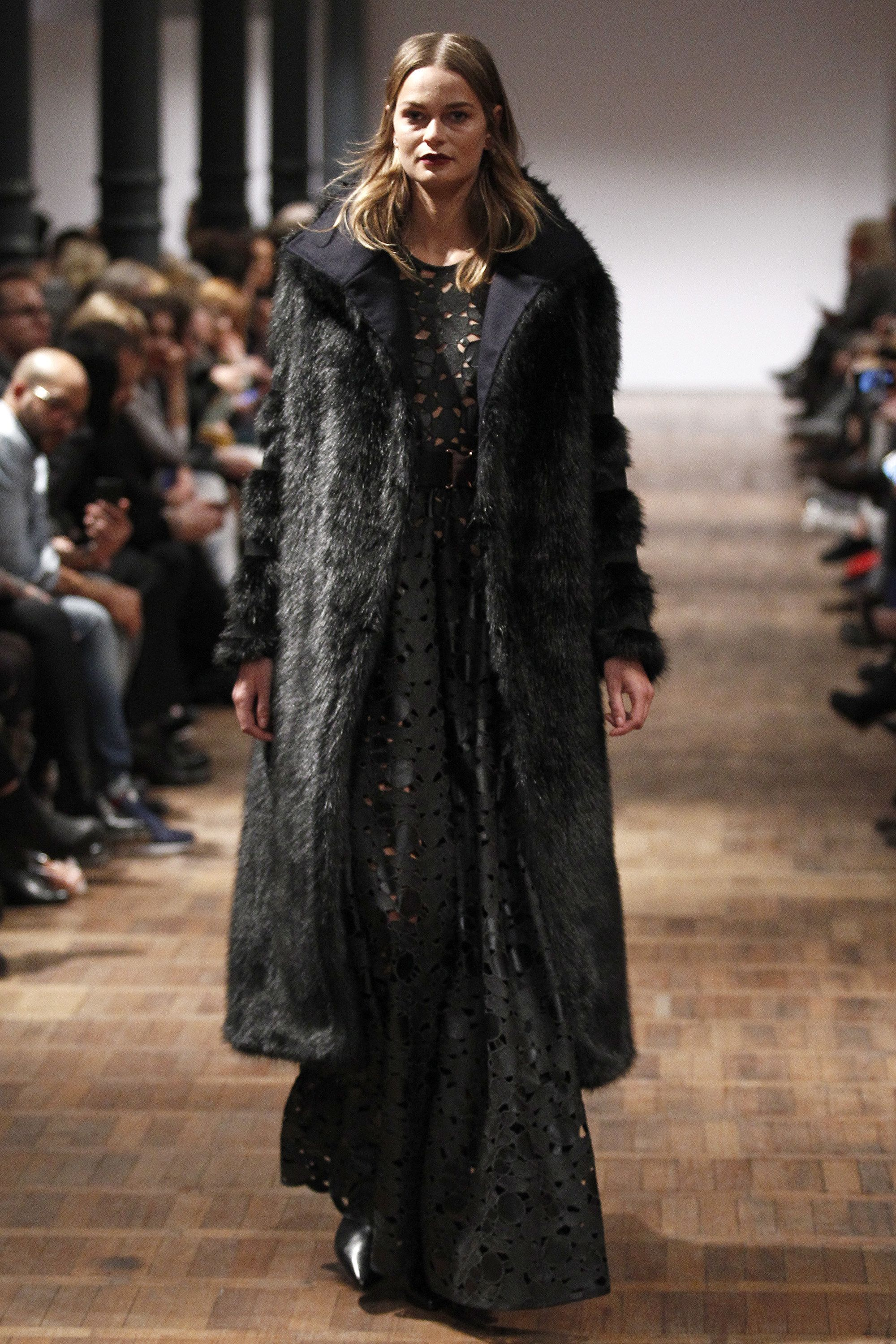 See the complete Marcel Ostertag Berlin Fall 2016 collection.