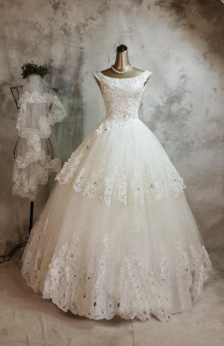 216.00$  Buy now - http://visxi.justgood.pw/vig/item.php?t=02nzvj11582 - Lace Wedding Dress Features Illusion vintage high Neckline and Key Hole Open Back with Scalloped Edges and Beaded 216.00$