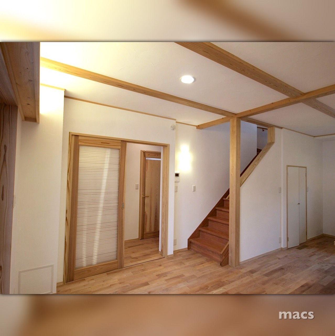 白壁と木のコントラストが美しいリビング 家 マイホーム マイ