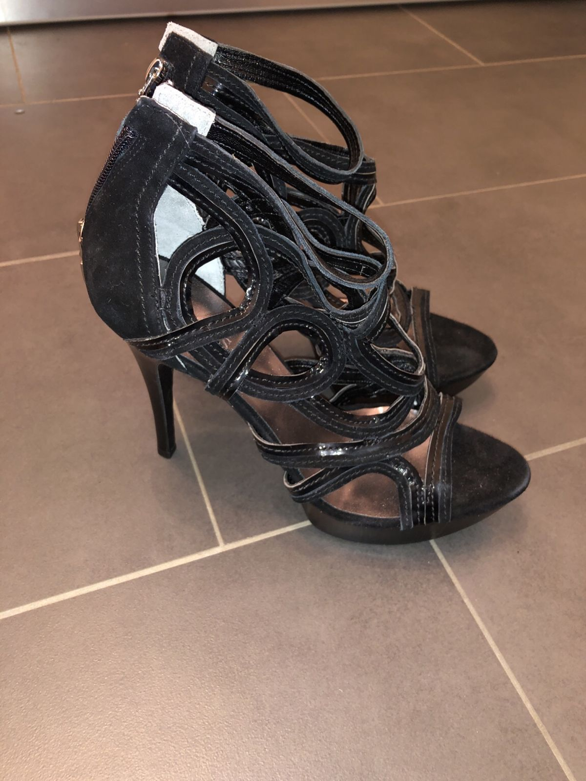 680be0465d Guess High Heels, schwarz in 9300 Wittenbach for CHF 80.00 for sale - Shpock