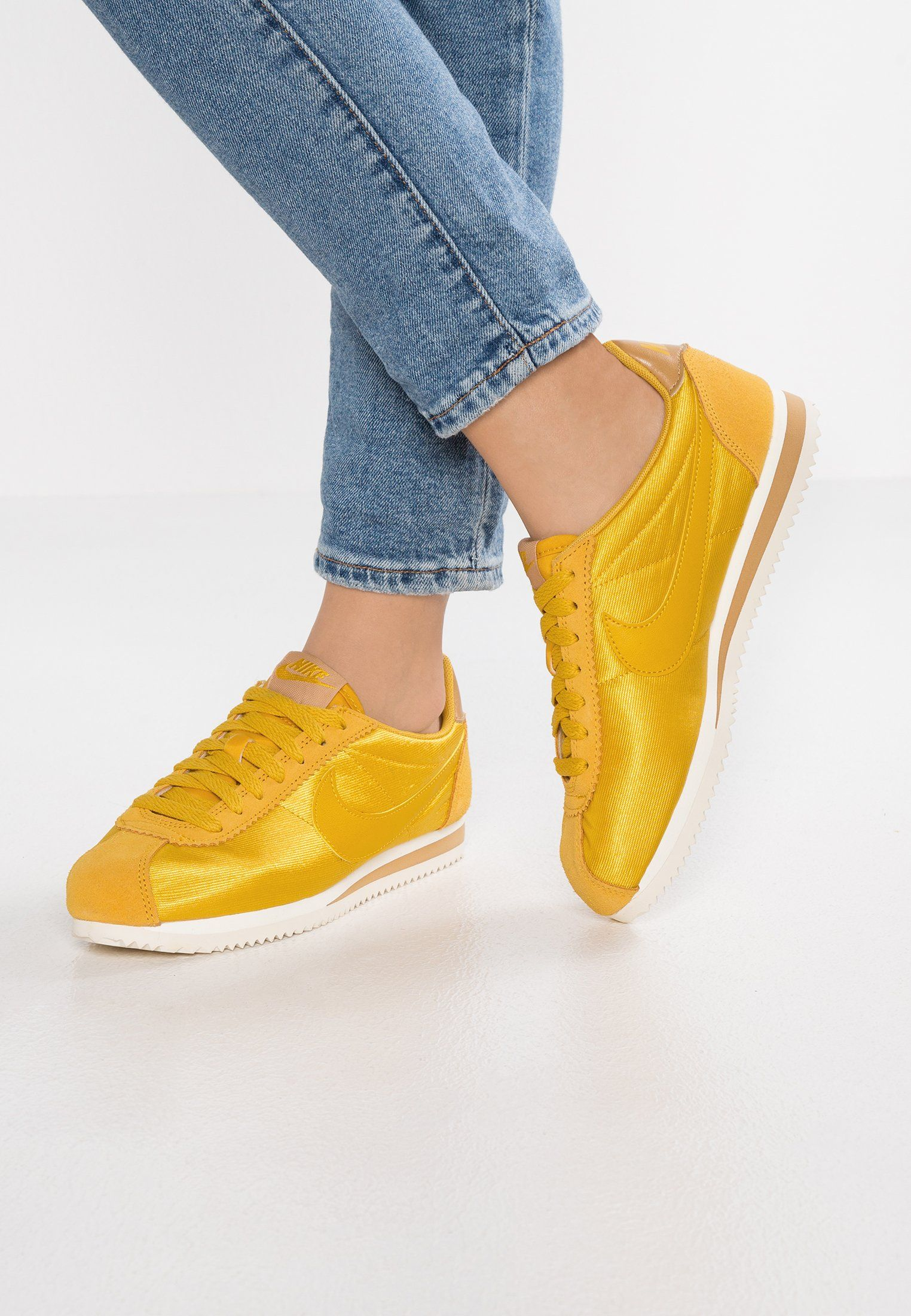 Nike Sportswear CLASSIC CORTEZ - Trainers - mineral yellow/elemental gold/sail