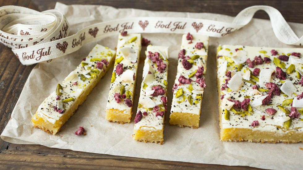 - Blondies med Hvit Sjokolade - with dried raspberries and pistachios