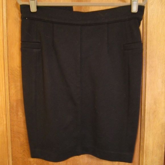 Club Monaco Black Fitted Stretch Pencil Skirt Sz 6 Very figure flattering Club Monaco black fitted skirt, size 6.  Has plenty of stretch to it, great placement of seams and black tonal piping for a very feminine shape.  Can wear to work or date night. Club Monaco Skirts Pencil